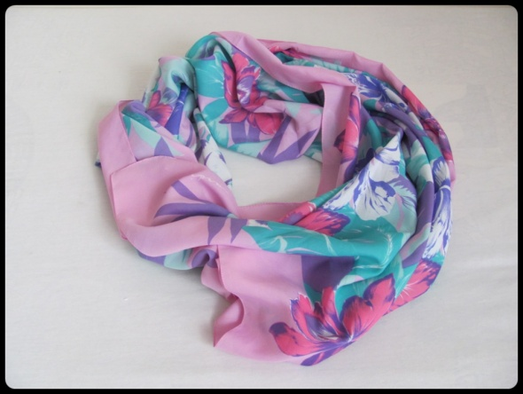 OGROMNA kolorowa chusta szal 115 cm x 156 cm
