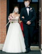 Suknia ślubna z trenem...