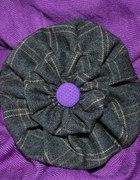 Broszka w kratkę z fioletowym guziczkiem handmade