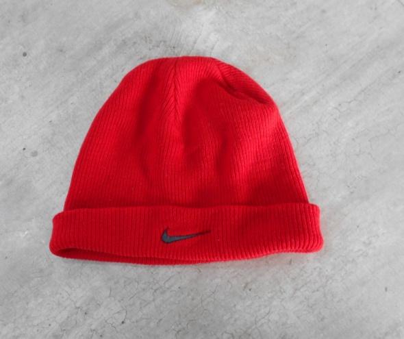 Nike czerwona czapka zimowa prążkowana