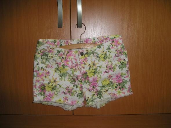 Spodenki floral spodenki jeans 36 Gina Tricot