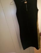 Czarna obcisła sukienka ze złotymi elementami...