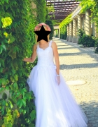 Piękna koronkowa suknia ślubna...