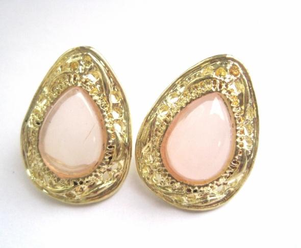 kolczyki złote łezki różowe mleczne kamienie