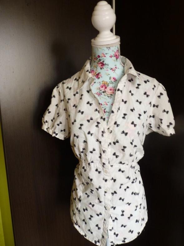 koszula w kokardki