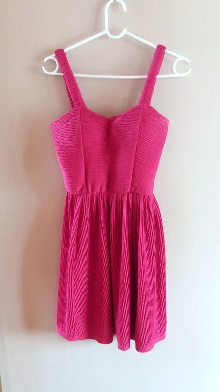Czerowna rozkloszowana sukienka