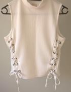 Biała sznurowana bluzeczka...