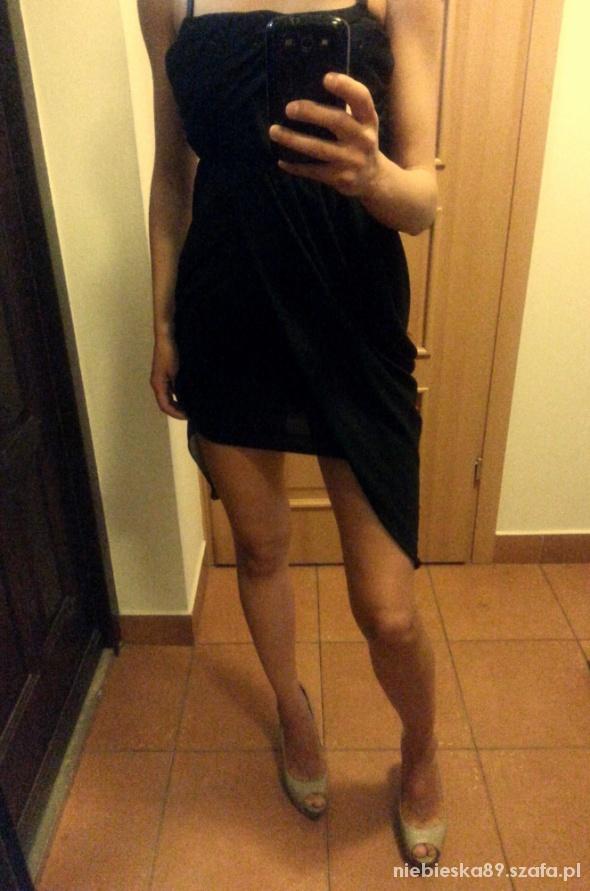 mala czarna seksowna sukienka