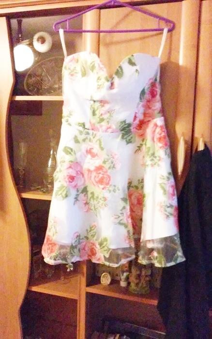 Sukienka kwiatowa firmy rare london L