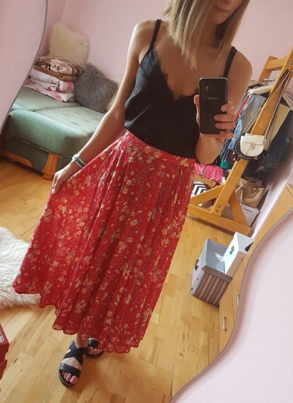 Spódnice Czerwona spódnica w kwiaty