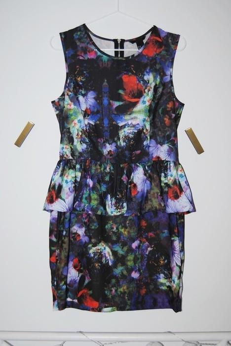 Sukienka z baskinką H&M kwiaty