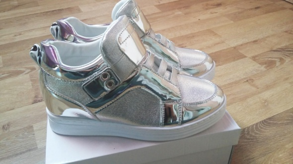 Srebrne szare sneakersy koturny błyszczące