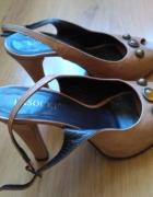Skórkowe beżowe sandały na obcasie z platformą...