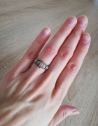 Srebrny pierścionek z cyrkoniami rozmiar 11 punce...