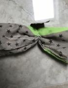 Chusta szal zielono szary w gwiazdki...