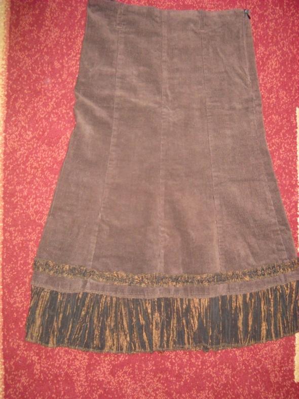 Spódnice Brązowa spódnia sztruksowa za kolano M