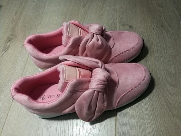 Nowe Różowe buty z kokardką 38