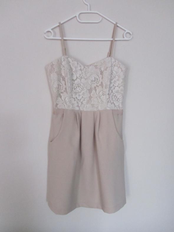 Suknie i sukienki sukienka nude z kieszeniami i koronką