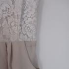 sukienka nude z kieszeniami i koronką
