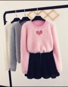 Prześliczny sweterek z serduszkiem