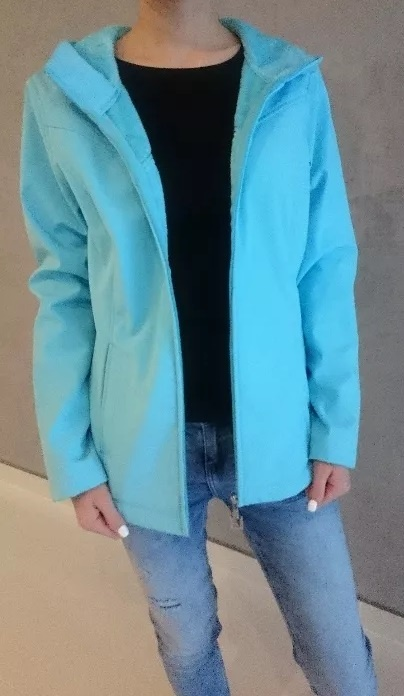 Odzież wierzchnia Błękitna niebieska kurtka z futerkiem od wewnątrz rozm M 38 z kapturem