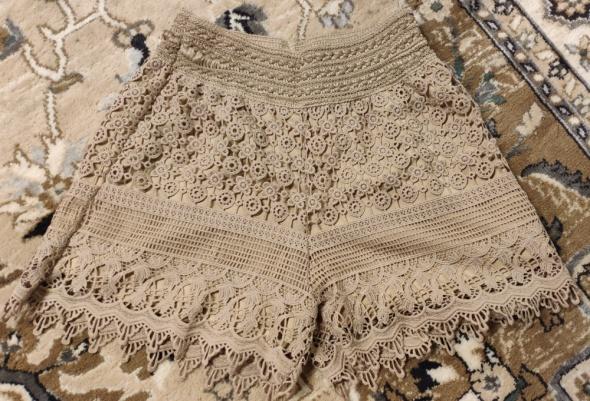 Beżowe spodenki szorty koronkowe wysoki stan luźne rozmiar 36 S...