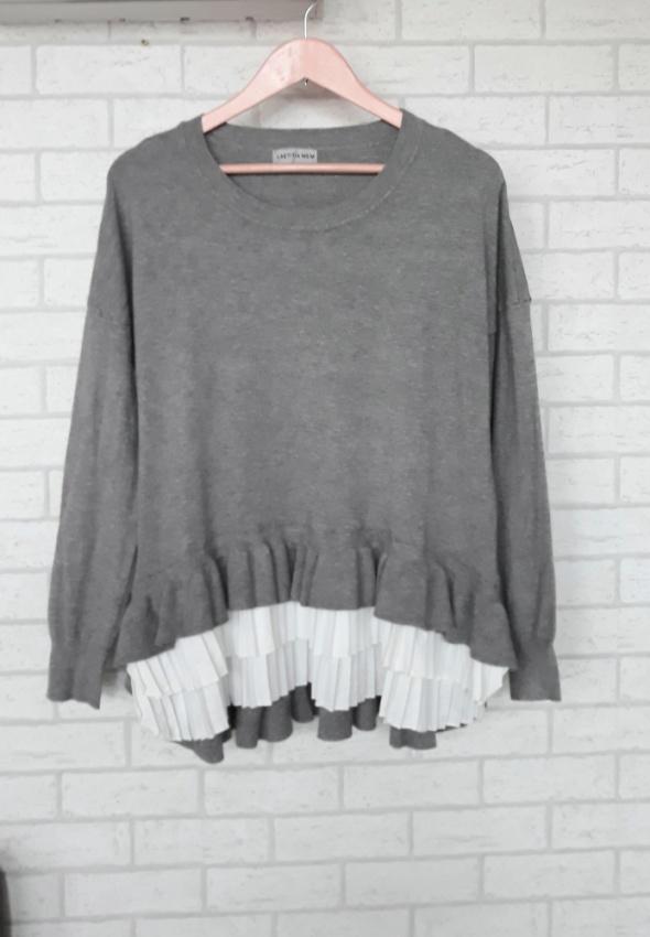 Sweter z wstawka falbanki