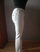 Jasne jeansy Wrangler...
