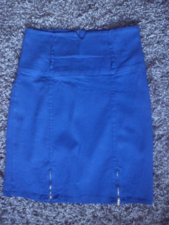 Niebieska spódnica ze złotymi zameczkami 38