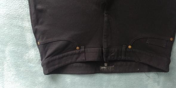 Czarne spodnie Next