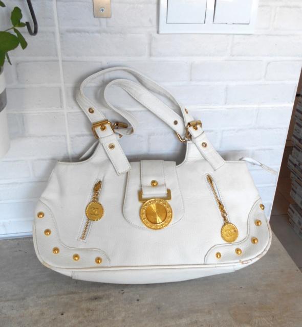 Biała torebka złote zdobienia...