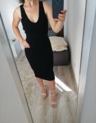 Piękna dopasowana sukienka z dekoldem V...