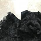 Czarna satynowa sukienka z koronka nadruk w róże