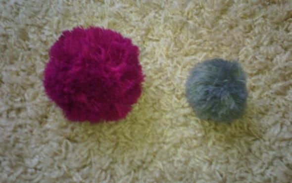 Pozostałe Kolorowe Pompony do czapek