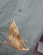 bojówki khaki Cropp ze złotym ptakiem...