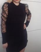 Sukienka z koronkowymi rękawami marka KILIBBI