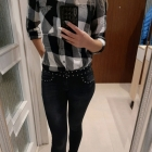Czarne jeansy z dżetami