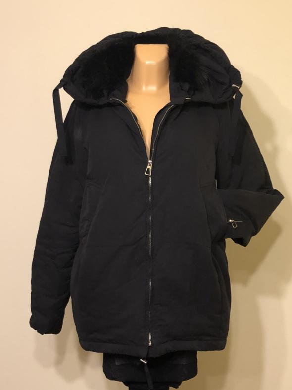 Odzież wierzchnia ZARA czarna kurtka puchowa z kapturem i futerkiem M