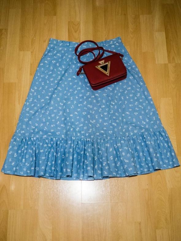 Niebieska spódnica