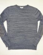 szaroniebieski sweter z łatami na łokciach roz M...