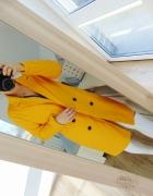 musztardowy płaszcz intensywny kolor...