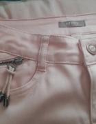 Bladoróżowe pudrowe spodnie orsay...