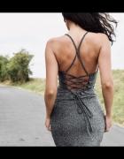 Dopasowana brokatowa sukienka...