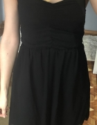 Czarna letnia sukienka Bershka