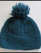Zielona czapka zimowa z pomponem...