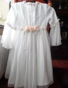 Sukienka biała komunijna lub noszoną w trakcie kumunii lub po