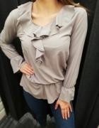 Ładna bluzeczka z falbankami w kolorze cappucino...