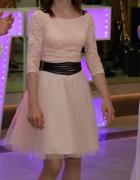 sukienka tiulowa rozkloszowana z rękawem...