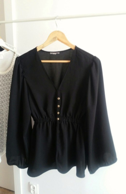 Bluzki Czarna rozkloszowana bluzka Asos elegancka