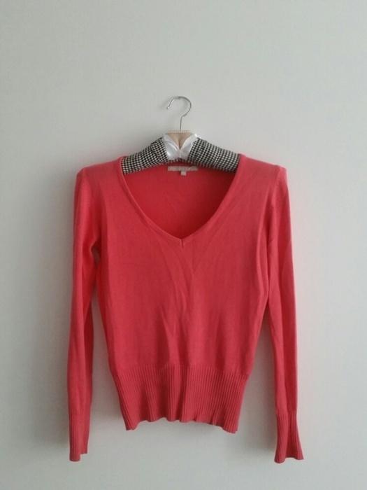 Różowy sweterek w serek...